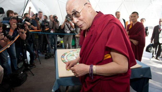 Для подготовки визита Далай-ламы Ригу посетит его посол