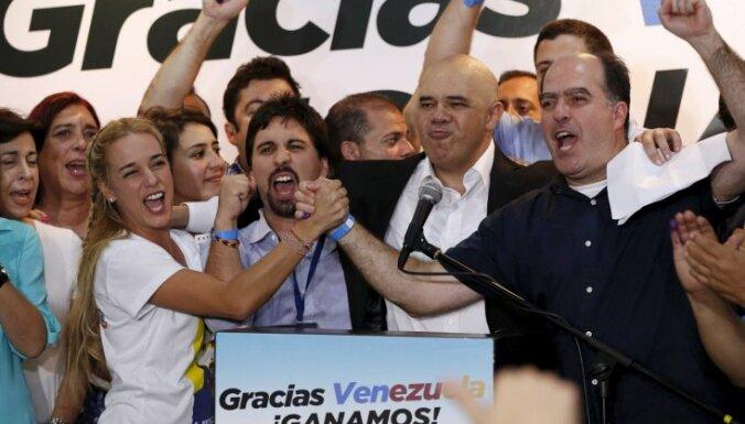 Venecuēlas parlamenta vēlēšanās uzvar Maduro pretinieki