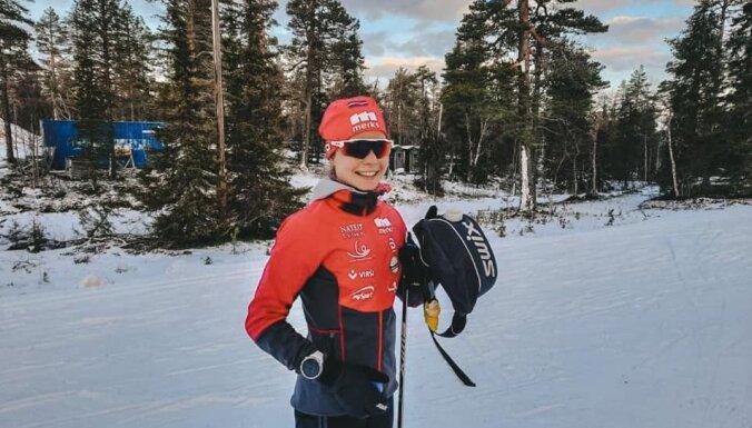 Slēpotāja Eiduka sezonas sākumā apsteidz pasaules čempionāta medaļnieci