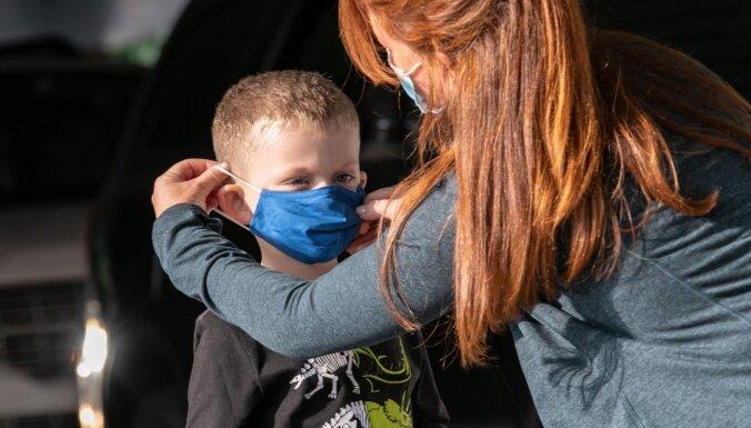 Savākti vismaz 19 000 paraksti par sejas masku lietošanas atcelšanu sākumskolās
