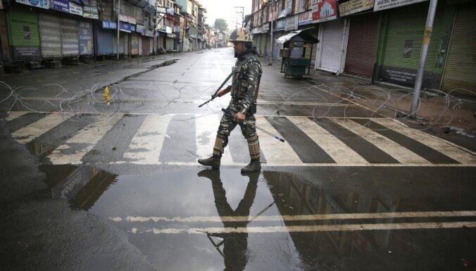 Indijas premjers: Autonomijas statusa dēļ Kašmirā nostiprinājās terorisms