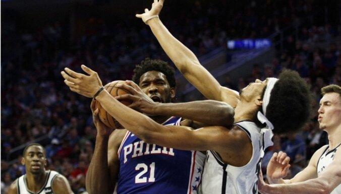 'Nets' dusmīgi uz Embīdu, vārdu apmaiņa pirms trešās sērijas spēles turpinās