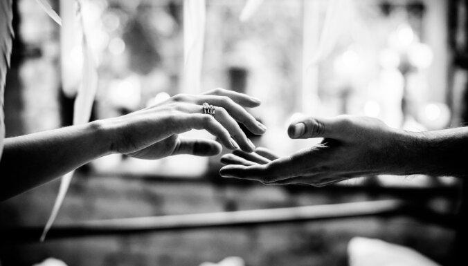 Nespēja pieņemt laulības šķiršanu: kā rīkoties, ja partneris aiziet negribot
