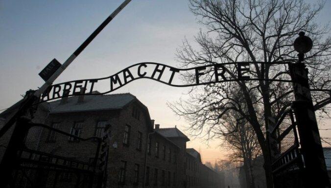 Vācijas 'nacistu ome' atkal notiesāta par holokausta noliegšanu