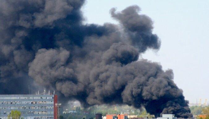Sarkandaugavas paaugstinātās bīstamības ugunsgrēks nodzēsts (+ VIDEO)