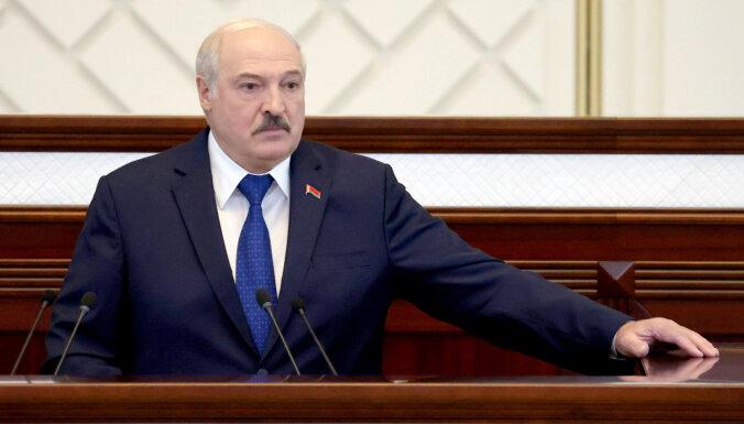 Lukašenko palīdz Putinam anektēt Baltkrieviju, norāda Landsberģis