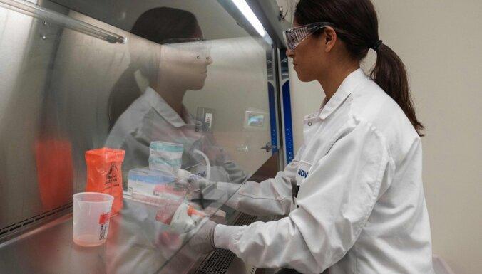 Kāpēc Covid-19 vakcīnas nav 'sasteigts pasākums'? Skaidro Kembridžas Universitātes lektors