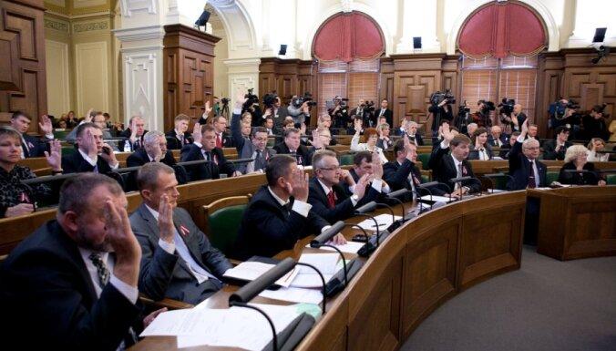 86% жителей Латвии считают, что депутаты относятся к работе недостаточно ответственно