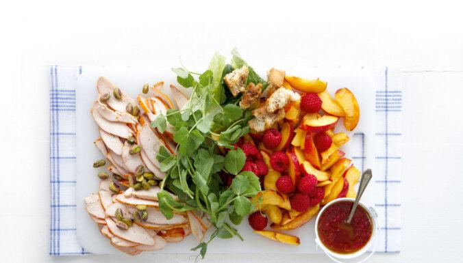 Kūpinātas vistas salātu recepte
