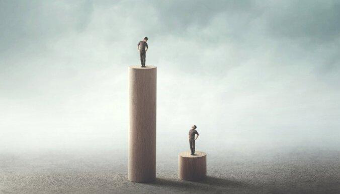 """Как """"подглядывание"""" за другими влияет на нашу эффективность в жизни и работе"""