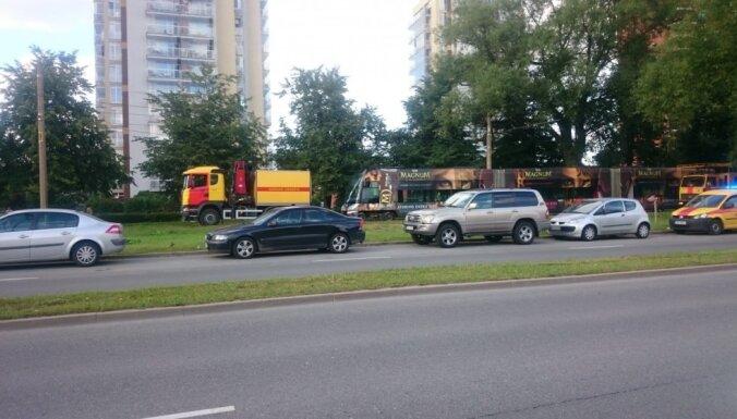 Imantā notikusi aizdegšanās uz tramvaja jumta; cilvēki nav cietuši