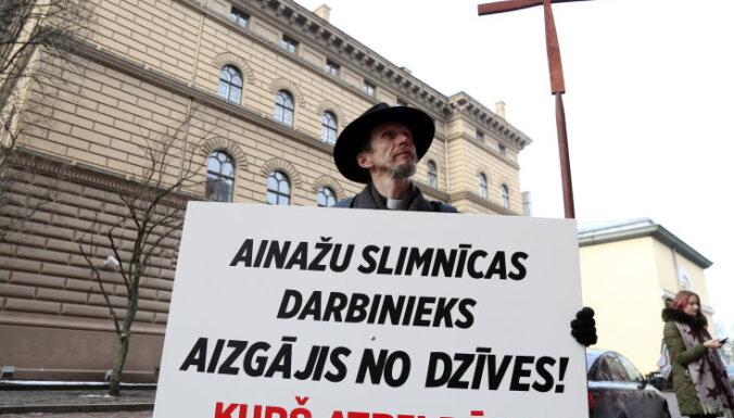 Mācītājs pie Saeimas prasa, kurš atbildēs par 'Ainažu' darbinieka nāvi