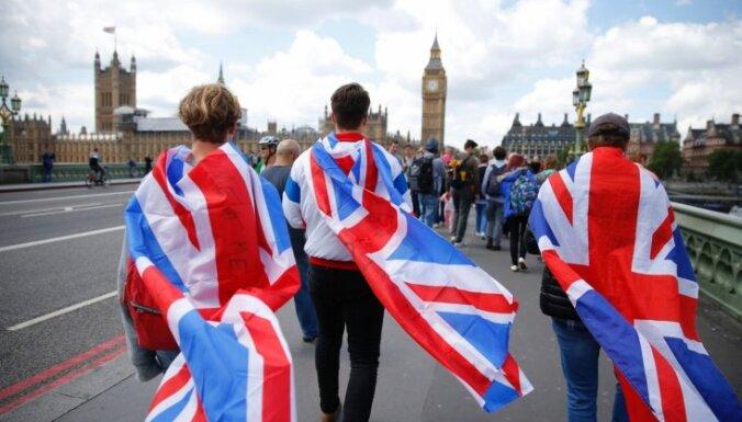 Великобритания думает ввести рабочие и учебные визы для граждан ЕС