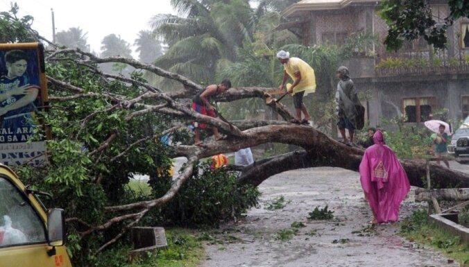 Spēcīgs taifūns plosās Filipīnu dienvidos