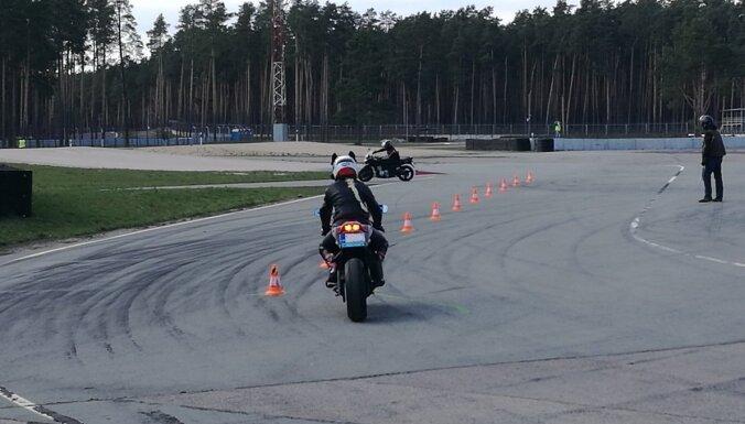 Vairāk nekā 320 motociklistu pilnveido drošas motobraukšanas iemaņas