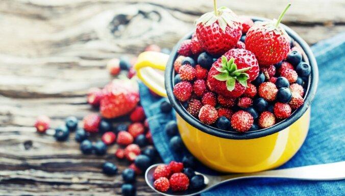 Košais vitamīnu lādiņš: kas vērtīgs vasaras ogās un cik daudz būs par daudz