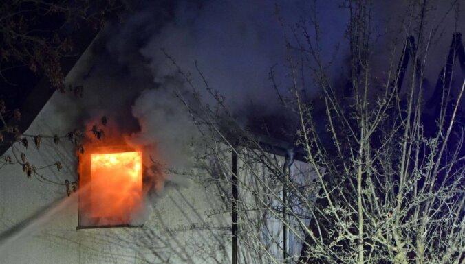 Взрыв в жилом доме под Лиепаей: госпитализированы двое пострадавших