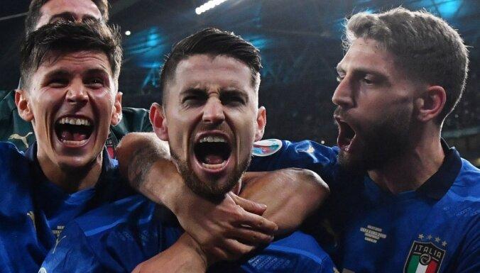 Itālija pēcspēles sitienu sērijā pieveic Spāniju un iekļūst 'Euro 2020' finālā