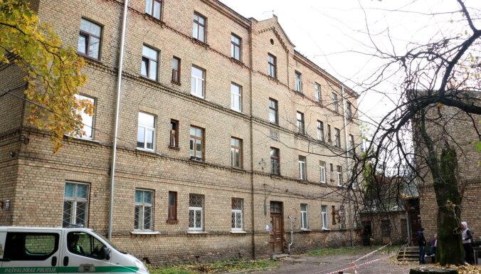 В жилом доме в центре Риги рухнул потолок, спасатели эвакуировали 25 человек (дополнено)