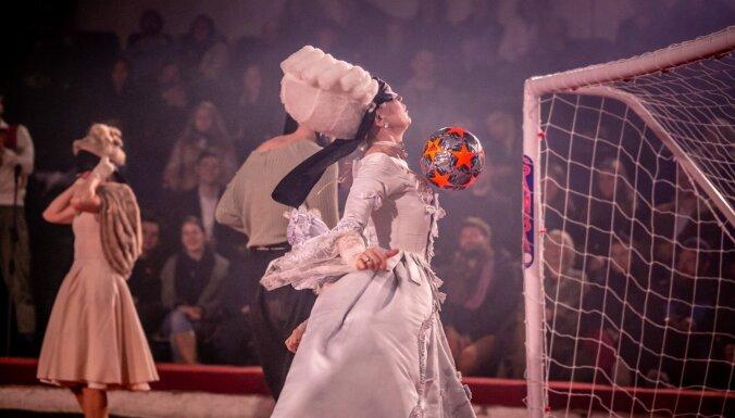 Foto: Gadsimta futbols – 'Vecais Rīgas Laiks' pret Jauno Rīgas teātri