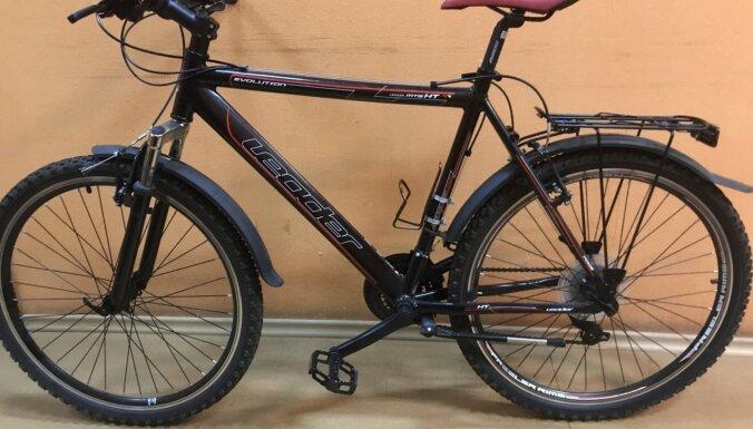 ФОТО. Полиция просит отозваться владельцев найденных в Риге велосипедов