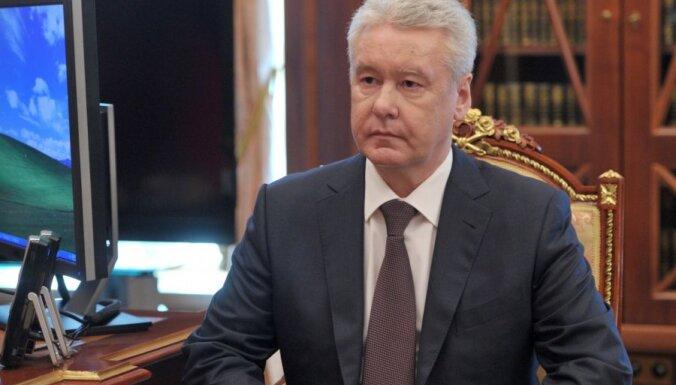 Собянин заявил, что носить маски москвичам придется до середины осени