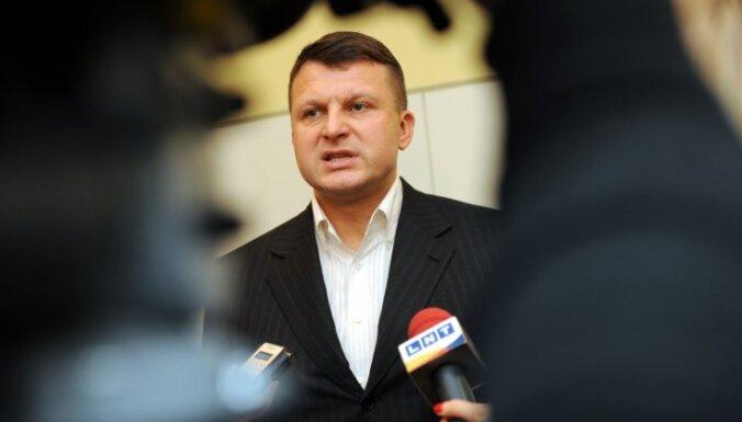 """Шлесерс: в СМИ будет кампания за ВНЖ, """"националы"""" оторвутся"""
