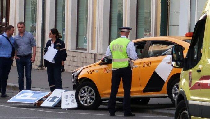 Таксист, сбивший в Москве пешеходов и болельщиков, арестован на два месяца