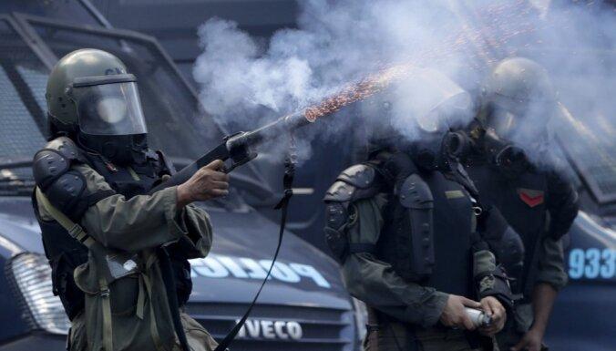 Protestos pret pensiju sistēmas reformām Argentīnā ievainoti 50 cilvēki