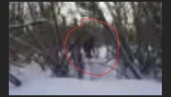 Kuzbasā bērni nofilmējuši sniega cilvēku