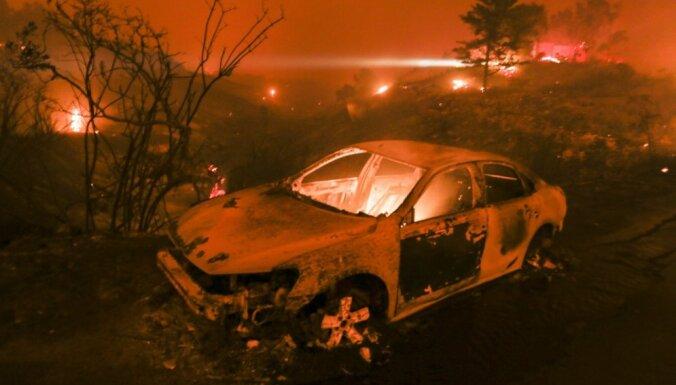 Пропавшими без вести из-за пожаров в Калифорнии объявили сотни человек