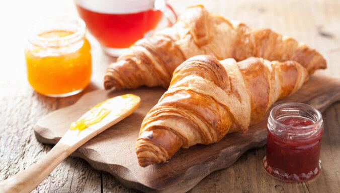 14 kārtainās mīklas trauslie gardumi – no smalkmaizītēm līdz kārtīgai ābolkūkai