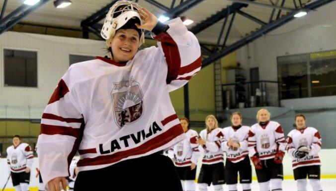 Хоккеистки сборной Латвии возвращаются в дивизион А