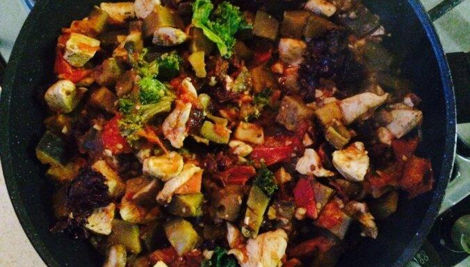 Maltīte vienā pannā: vista ar baklažāniem un tomātiem