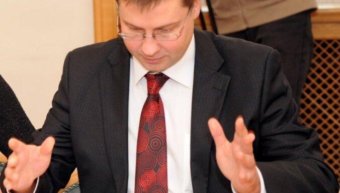 Vairāku ministru došanās uz Azerbaidžānu 'norauj' valdības sēdi