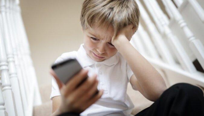 Вецмилгравис: незнакомец ударил 10-летнего мальчика по лицу и украл мобильник