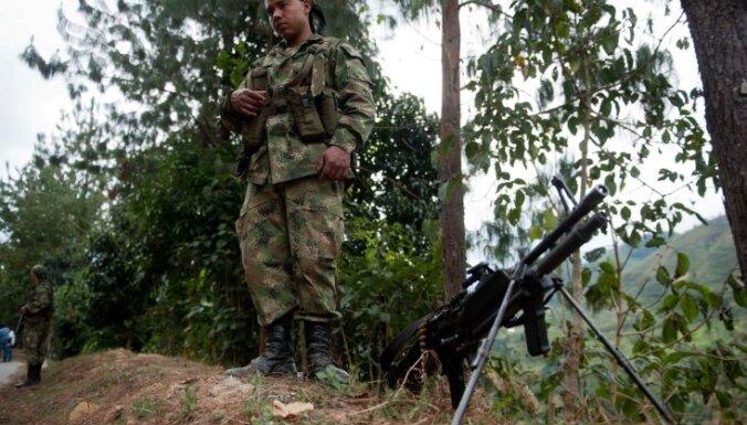 Kolumbijas armija bombardē FARC nemiernieku bāzi