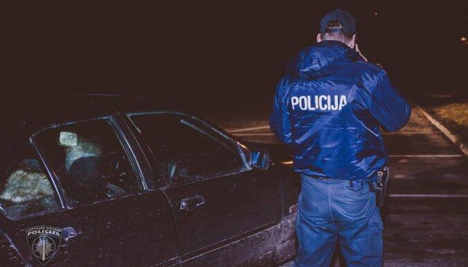 В аэропорту задержали хулиганов, которые испортили чужой автомобиль и избили его владельца