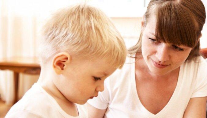 Septiņi piemēri, kā vecāku pārmērīga mīlestība var kavēt bērna valodas attīstību
