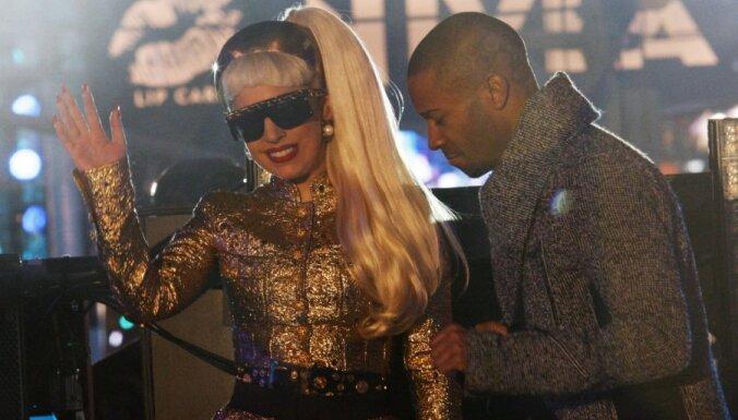 Lady Gaga не может ходить и отменяет концерты