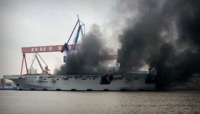 Liesmas plosījušas ķīniešu modernāko desanta uzbrukumu kuģi