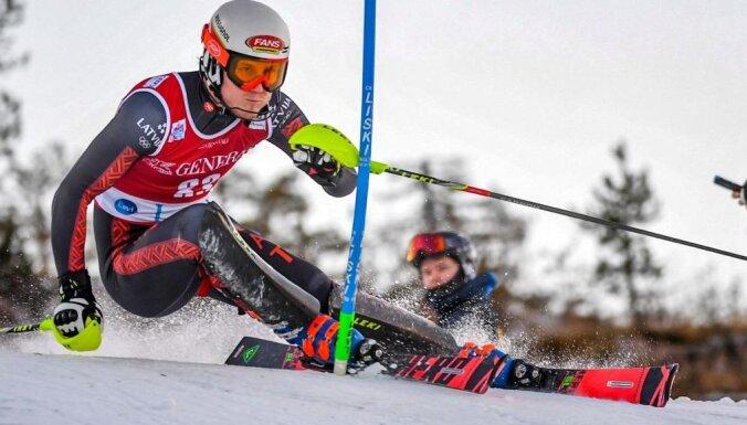 Kalnu slēpotājs Miks Zvejnieks pirmo reizi karjerā iekļūst Eiropas kausa Top 30