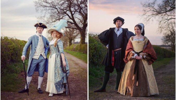 Kurā laikaposmā šādi ģērbās? Pāra ikdienas pastaigas vēsturiskos tērpos