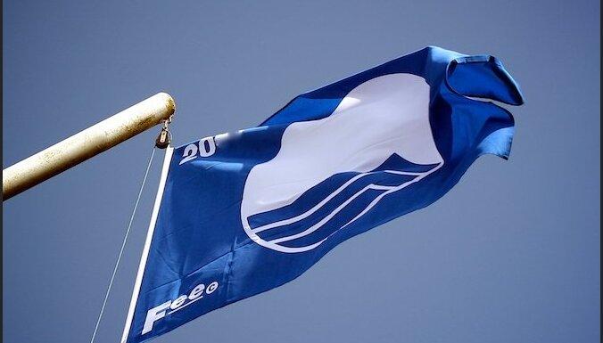 На пляж в Дзинтари вернулся Синий флаг