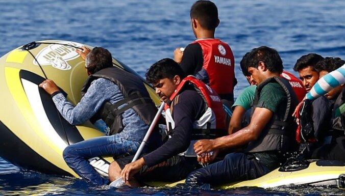 Grieķijas salas iedzīvotāji protestē pret imigrantu reģistrācijas centra izveidošanu