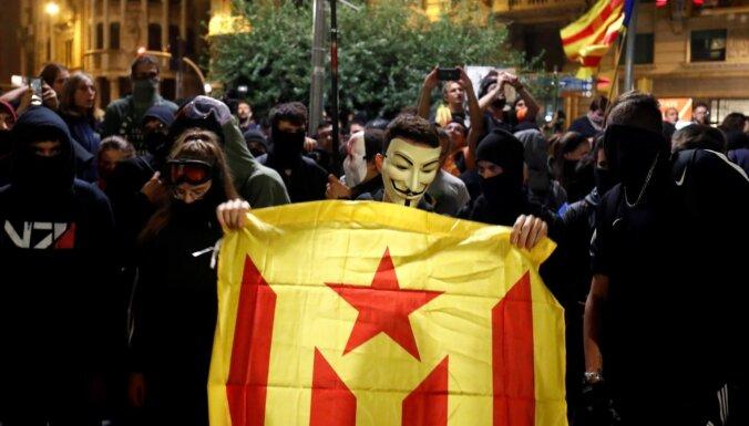Barselonas ielās izgājuši 350 000 Katalonijas neatkarības atbalstītāju