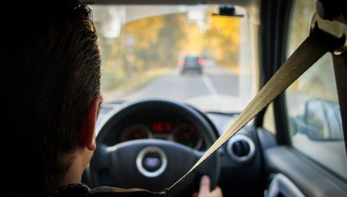 В Латвии отменяют запрет на регистрацию машин с правым рулем