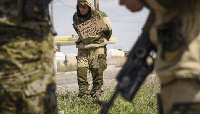 'Rīkļurāvēji un bandīti': krievu brīvprātīgā brauciens uz Donbasu pārvēršas murgā