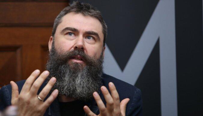 Режиссер Виестурс Кайришс: Covid-19 может позволить Латвии пережить сценарий ксенофобского мира
