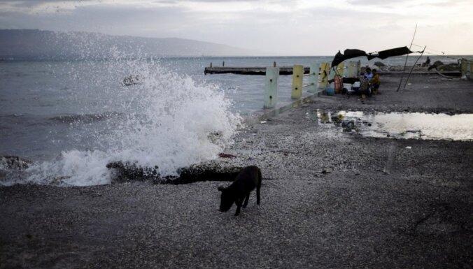 Foto: Tropiskā vētra 'Ērika' prasījusi 20 dzīvības Dominikānas Republikā